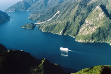 Круизный порт Doubtful Sound 01.jpg