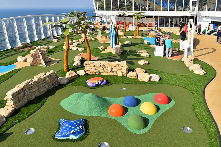 harmony-of-the-seas-mini-golf