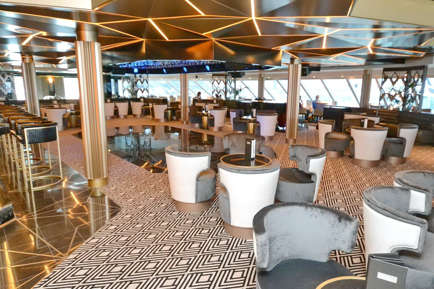 Seven Seas Explorer-Observation Lounge