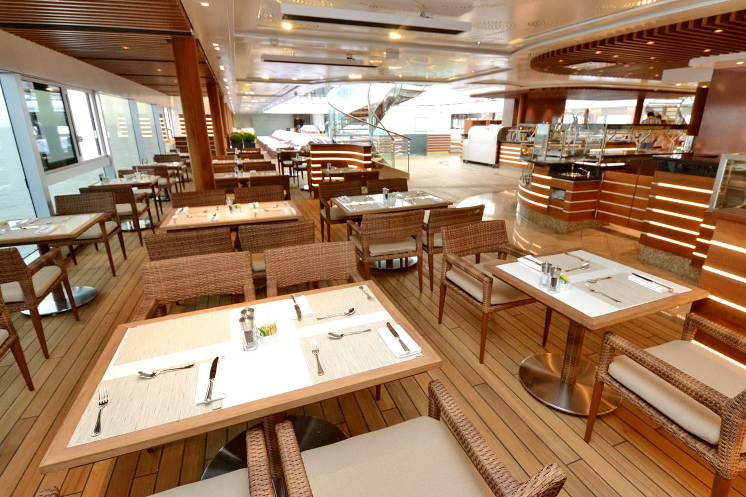 Seven Seas Explorer-grill-bar